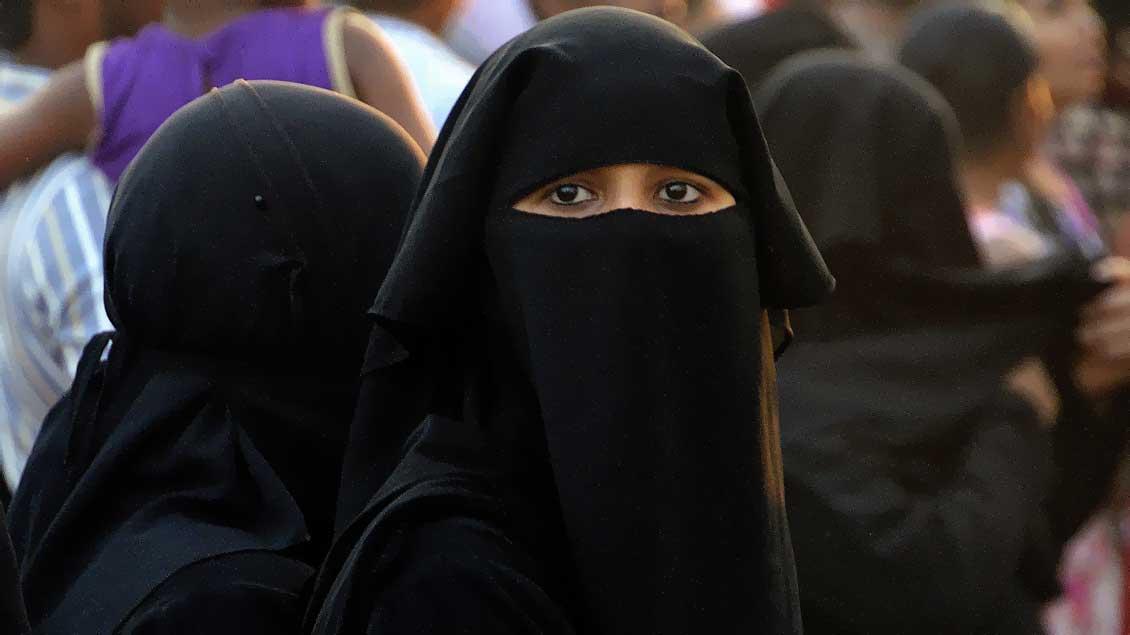 Muslimische Frau mit Niqab.