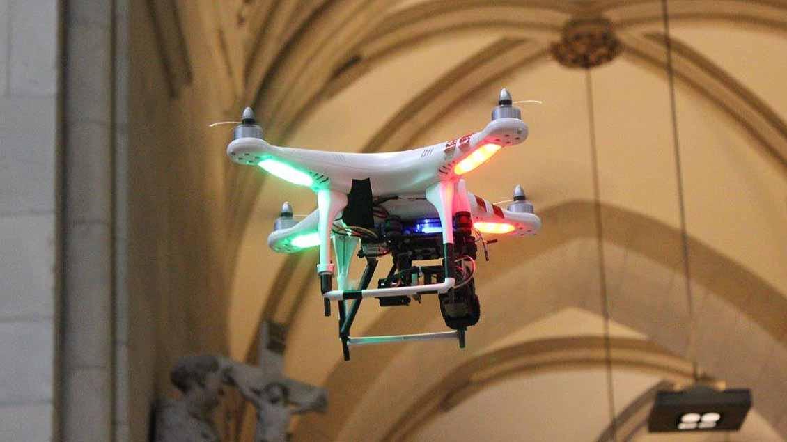 Eine ähnlich Drohne wie auf diesem Archivbild löste am Samstagmorgen einen Großeinsatz der Polizei im Vatikan aus. Foto: Archiv