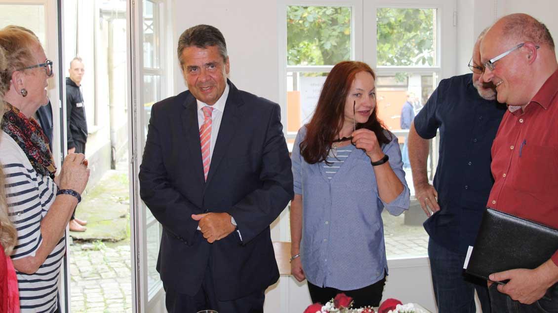 Außenminister Sigmar Gabriel im Gespräch bei einem Besuch in Recklinghausen.