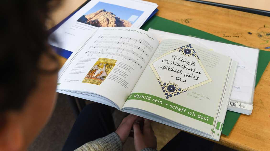 Buch für den islamischen Religionsunterricht.