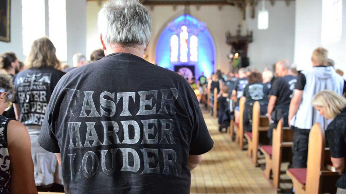 """Die evangelische Kirche von Wacken wird zur """"Metal-Church"""". Foto: KNA"""