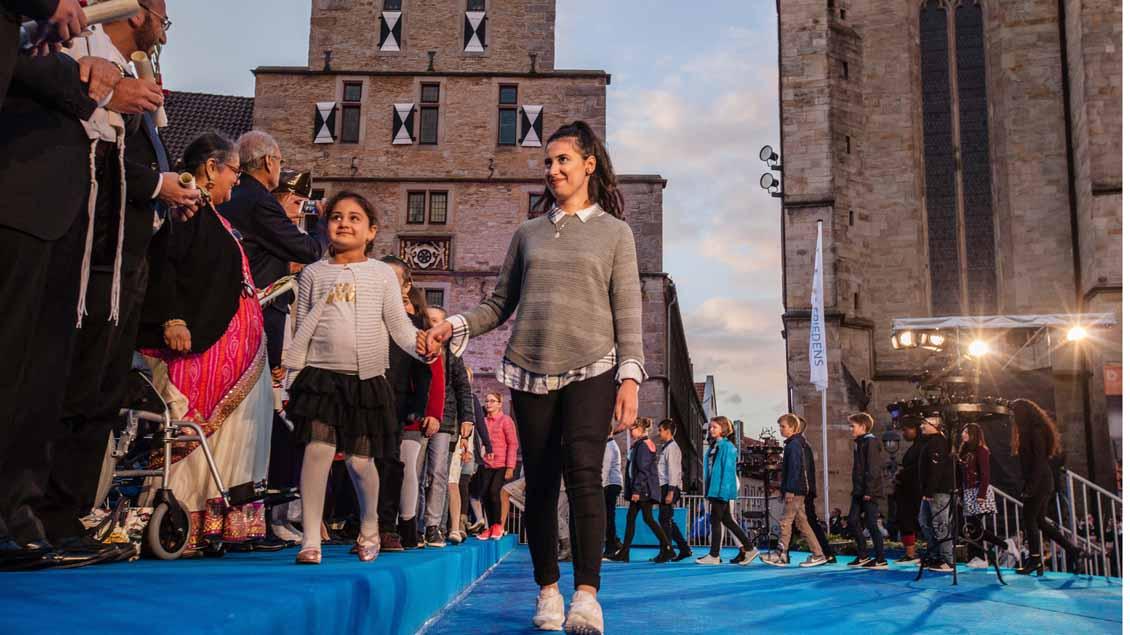 Auch Kinder wirkten an der Abschlusskundgebung mit.| Foto: Christof Haverkamp