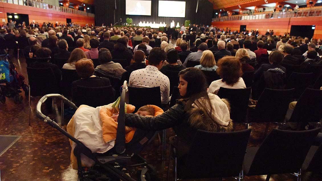 Kleiner Gast bei der Eröffnungsveranstaltung des Weltfriedenstreffens. | Foto: Michael Bönte