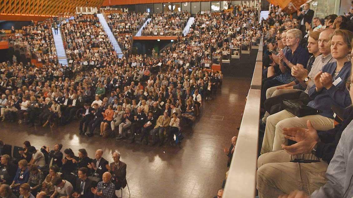 Die Halle Münsterland war bei der Auftaktveranstaltung des Welftriedenstreffens voll besetzt. | Foto: Michael Bönte