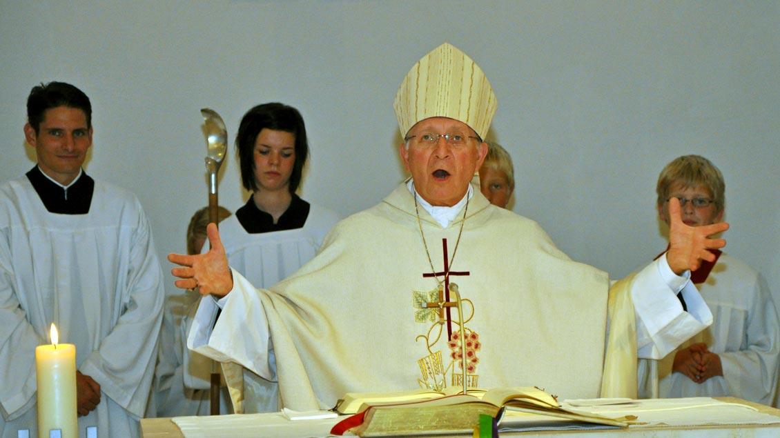Der Würzburger Bischof Ulrich Boom leitet als Diözesan-Administrator das Bistum Würzburg. Unser Bild zeigt ihn bei einem Besuch in seiner Heimat Ahaus-Alstätte nach seiner Bischofsweihe 2009.