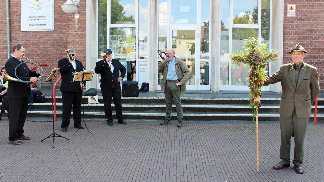 Die Jagdhornbläser des Hegerings eröffnen die Wallfahrt.| Foto: Annette Saal