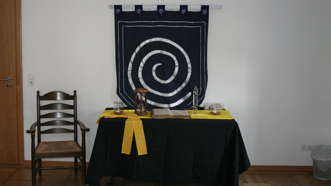 """Der """"Andachtsraum"""" der Fantasie-Religion """"Das große Ganze"""". Er symbolisiert das Zentrum der geistlichen Ordnung in Porta Gratiae, dem erdachten Ort des Rollenspiels """"Gnadenstoß"""".   Foto: Michael Rottmann"""