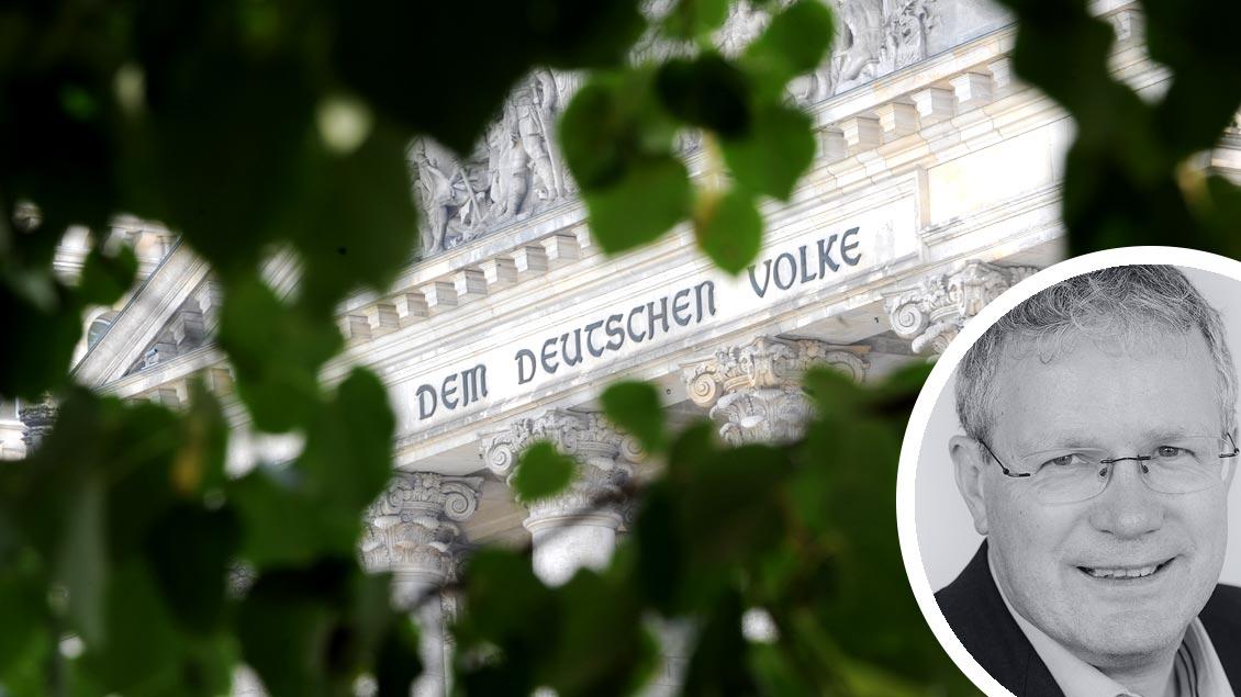 """Detail des """"Reichtstagsgebäudes"""", Sitz des Bundestags in Berlin. Foto: Michael Bönte"""
