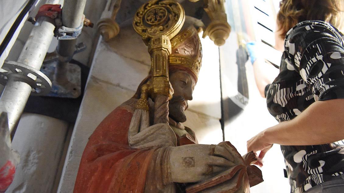 Auch der heilige Ambrosius von Mailand wurde mit eingerüstet. | Foto: Michael Bönte