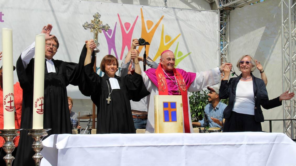Ökumenische Verbundenheit zeigten die Repräsentanten der Kirchen.
