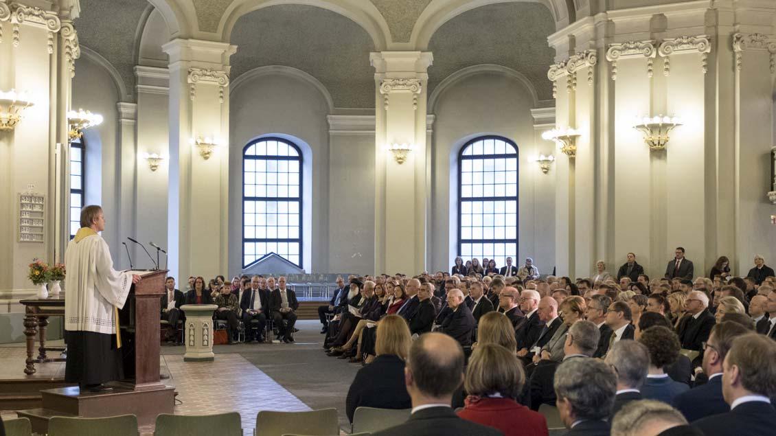 Prälat Karl Jüsten hielt die Predigt beim Gottesdienst in der Französischen Friedrichstadtkirche in Berlin.