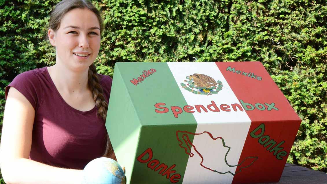 Anna Heming verbringt als Freiwillige des Bistums Münster ein Jahr in Mexiko. In der von ihrem Bruder gebauten Spendenbox hat sie bei ihrer Abschiedsparty Geld für soziale Projekte gesammelt.