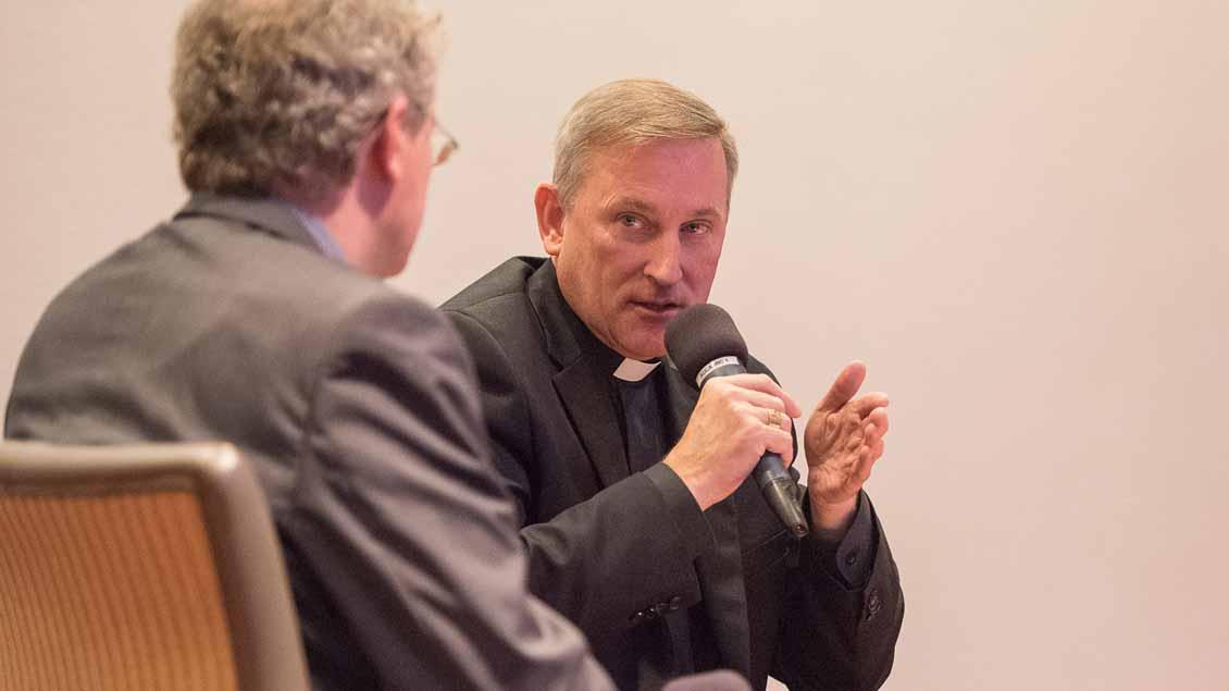 Weihbischof Wilfried Theising übte bei einer regionalen Auftakveranstaltung zum Deutschen Katholikentag scharfe Kritik an US-Präsident Donald Trump.