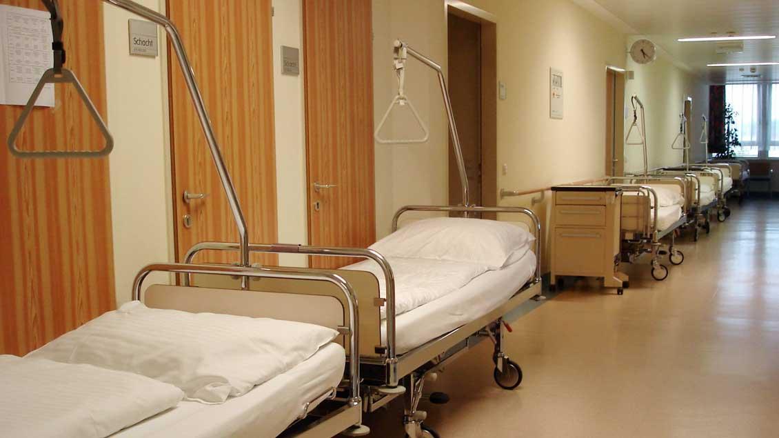 """Durch das Einmischen der Gewerkschaft Verdi sieht der Katholische Krankenhausverband den """"sozialen Frieden"""" in den Kliniken gestört."""
