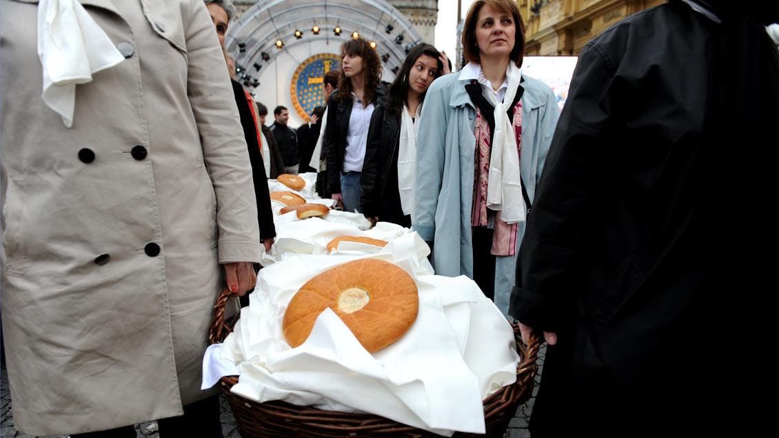 """""""Gastmahl"""" beim Ökumenischen Kirchentag 2010 in München: eine reine symbolische Geste."""