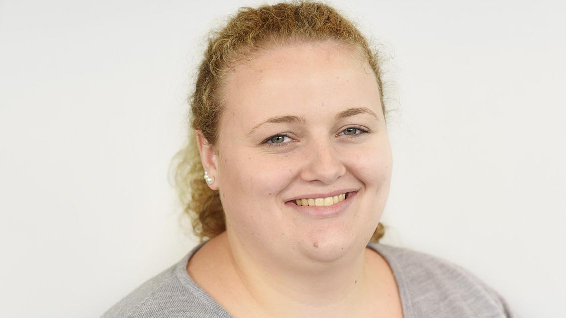 """Melanie Ploch aus Herzfeld hat ihr zweijähriges Volontariat bei """"Kirche+Leben"""" begonnen. Foto: Michael Bönte"""