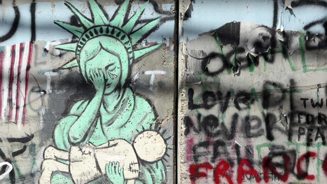 Graffiti auf der israelischen Mauer in Bethlehem