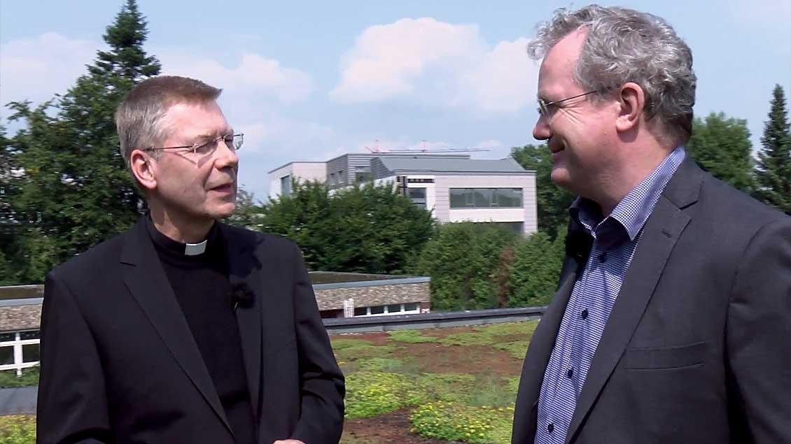 Weihbischof Stefan Zekorn (links) im Gespräch mit Christof Haverkamp.