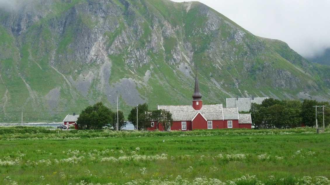In den Weiten Nordeuropas leben Katholiken ihren Glauben in großer Minderheit. Hier eine Kirche auf der Inselgruppe der Lofoten in Norwegen.