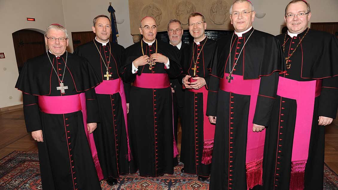 Einladung ins Rathaus von Münster: Mit Bischof, Generalvikar und Weihbischöfen zur Feier seiner Bischofsweihe 2010 im Kaminzimmer. | Foto: Michael Bönte
