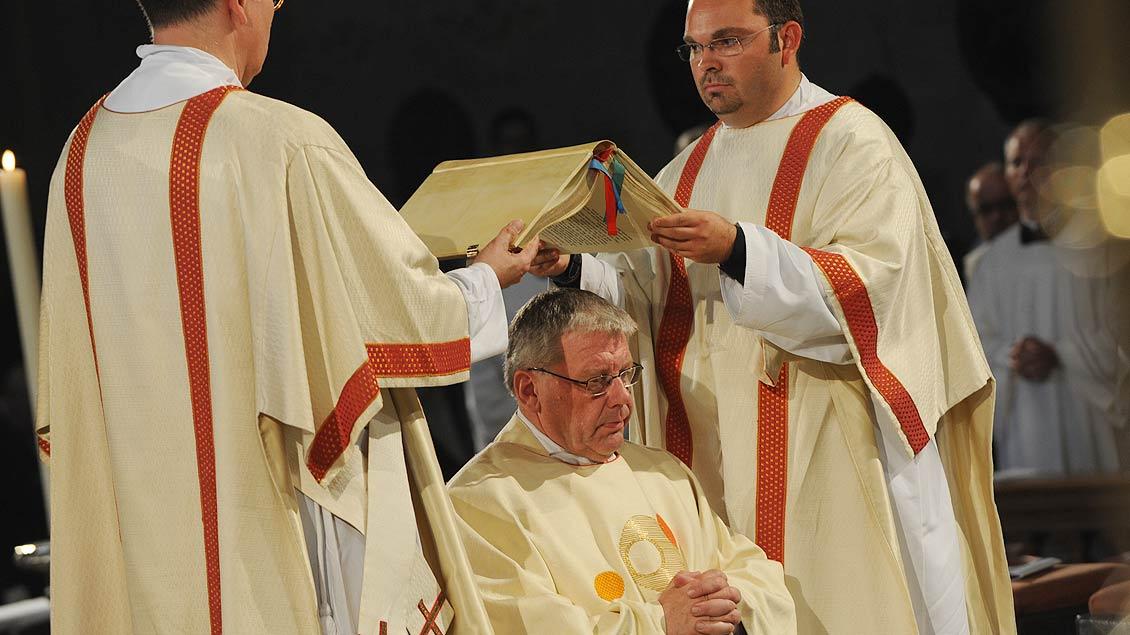 Weihbischof Dieter Geerlings bei seiner Weihe im Jahr 2010. | Foto: Michael Bönte