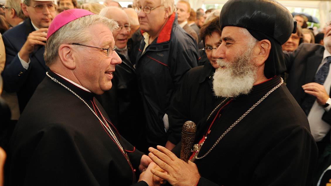 Gratulationen nach seiner Bischofsweihe im August 2010. | Foto: Michael Bönte
