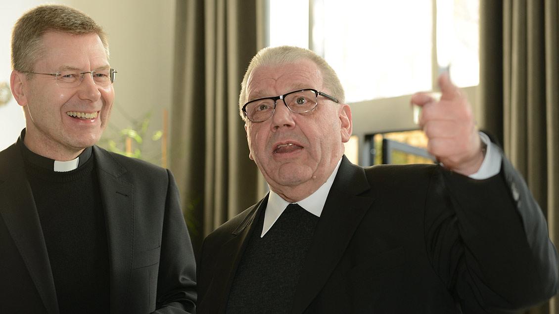 Zusammen mit Weihbischof Stefan Zekorn bei der Ernennung von Generalvikar Norbert Köster. | Foto: Michael Bönte