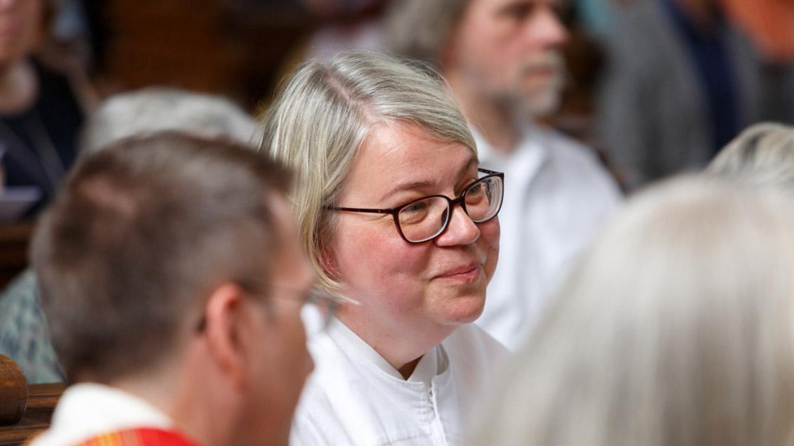 Ob Frauen Diakoninnen werden können, wird in der katholischen Kirche derzeit neu erforscht. In der alt-katholischen Kirche (unser Bild) ist dies bereits möglich.