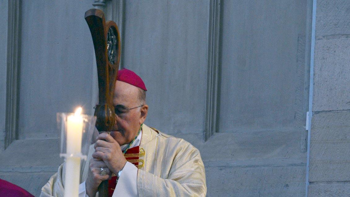 """Frieden beginne nicht in der großen Polittik, sondern """"in uns selbst"""", sagte Bischof Felix Genn während seiner Silvesterpredigt in Münsters Lambertikirche."""