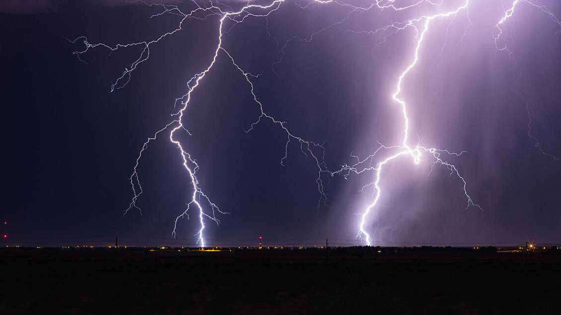 Gewitter über einer Stadt.