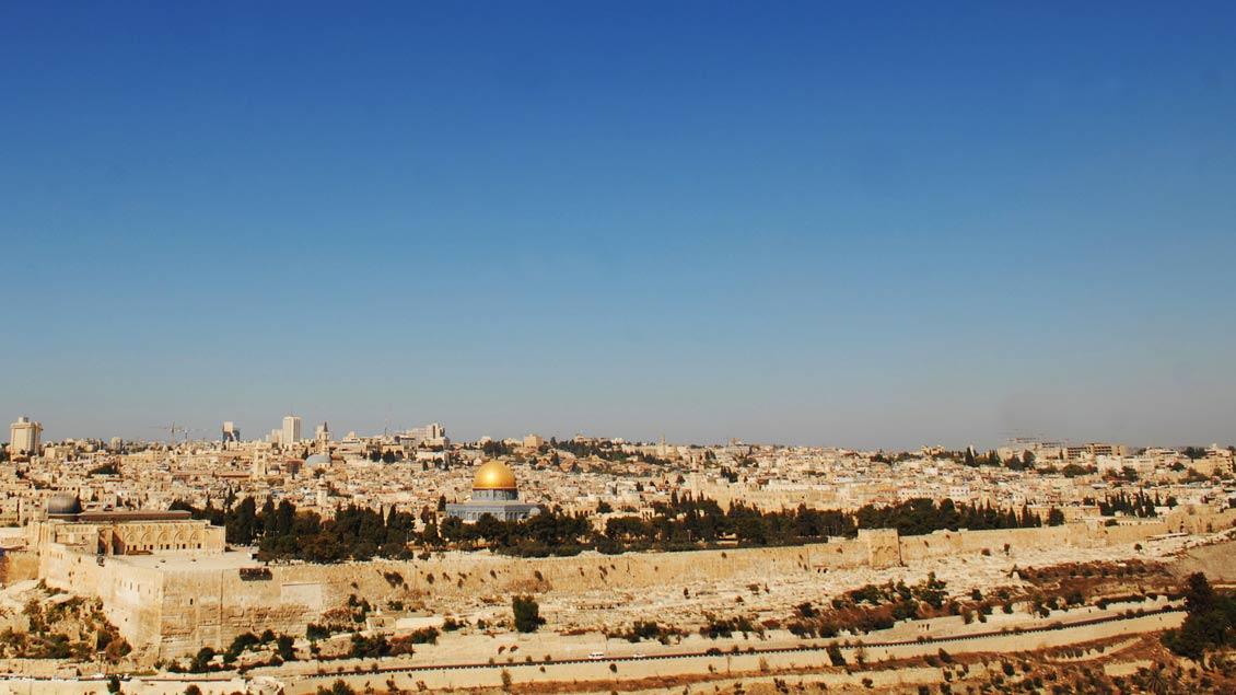 Heilige Stadt der drei Weltreligionen Judentum, Islam und Christentum: Jerusalem.