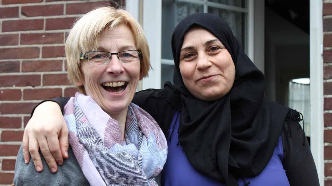 Inge Ortmann und Aishe Al Khatib – aus der Hilfe für eine geflüchtete Frau in Steinfeld-Mühlen wurde eine Freundschaft. Foto: Barbara Wagner