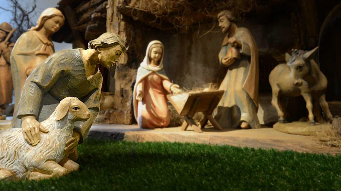 Eine klassische Weihnachtsdarstellung vom Stall zu Bethlehem - präsentiert in der Krippenausstellung Telgte 2013. Foto: Michael Bönte