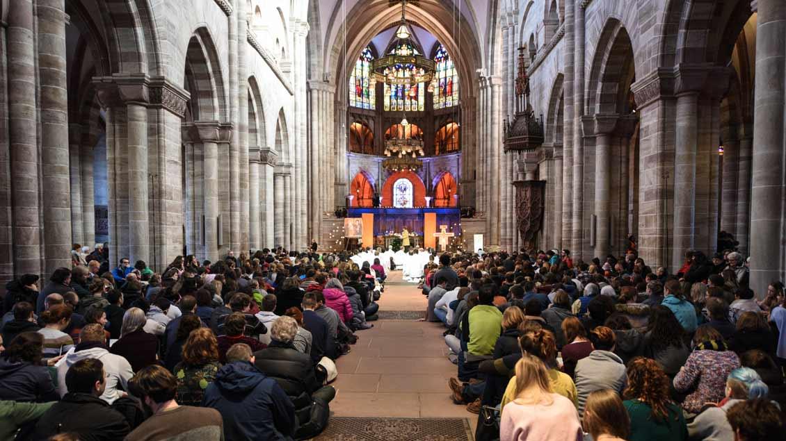 Gebet mit der Gemeinschaft von Taizé im Baseler Münster.