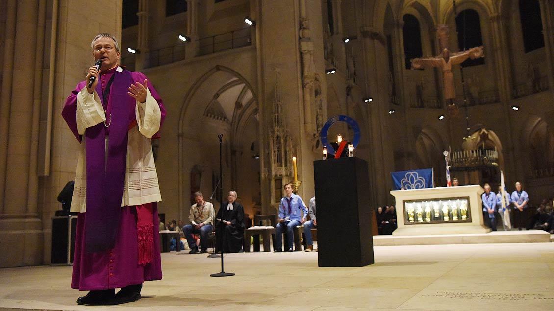 Generalvikar Norbert Köster feierte mit den Kindern und Jugendlichen den Gottesdienst. | Foto: Michael Bönte