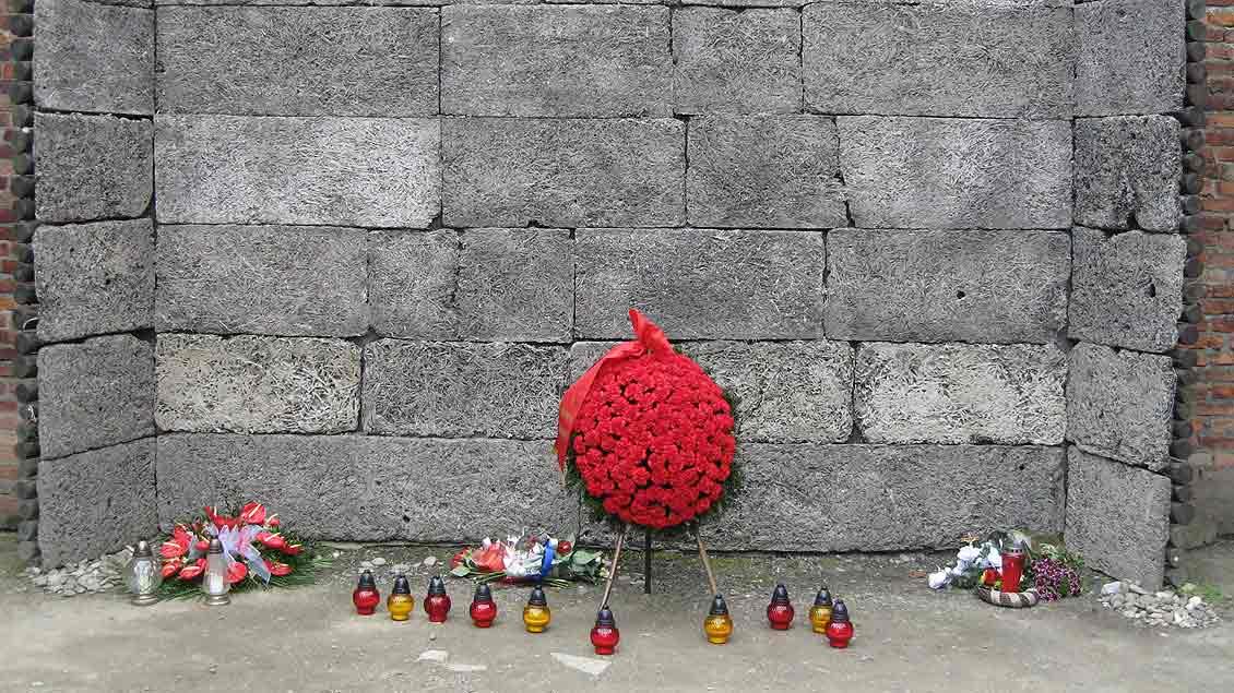 Ein Ort des Erinnerns nicht nur am Holocaust-Gedenktag ist diese Wand im Lager Auschwitz I. Hier wurden zahllose Menschen erschossen.