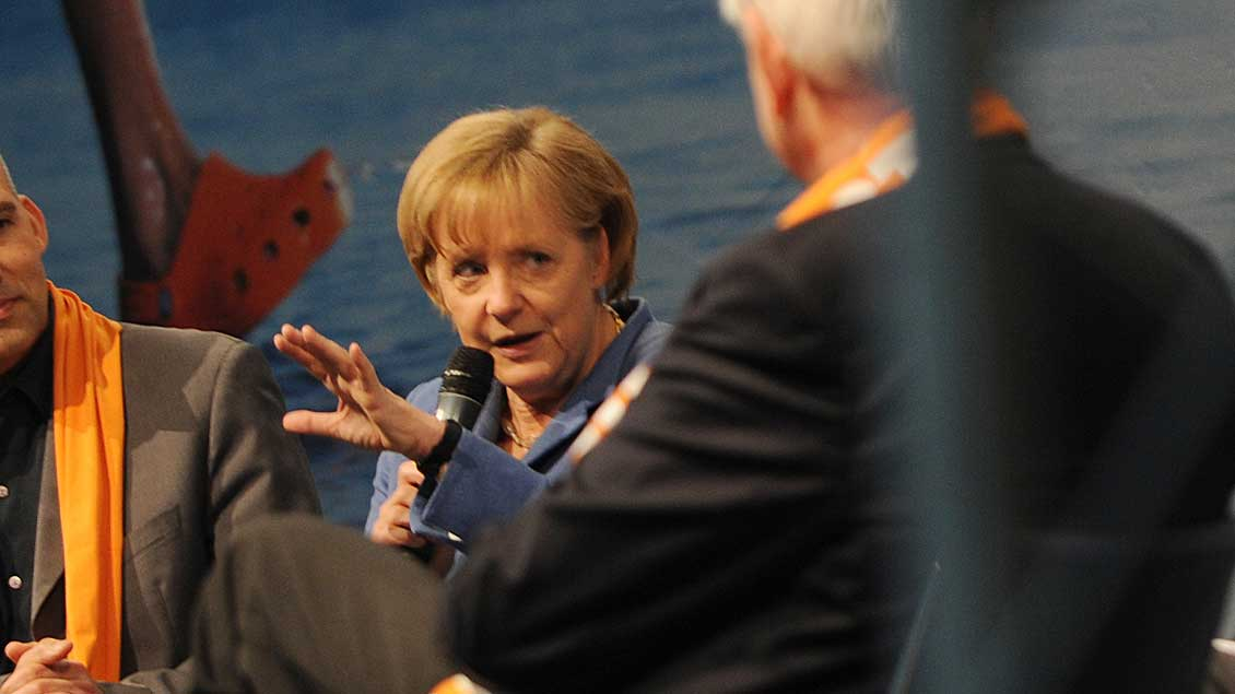 Bundeskanzlerin Angela Merkel diskutiert regelmäßig bei Kirchen- und Katholikentagen, hier beim Ökumenischen Kirchentag 2010 in München. Foto: Michael Bönte