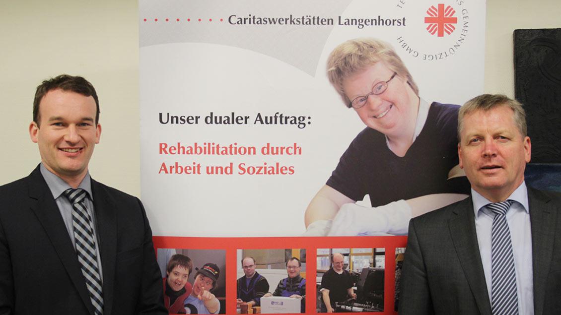 Werkstattleiter Alexander Lürwer (links) und Gregor Wortmann, Geschäftsführer der Tectum Caritas gGmbH mit Sitz in Steinfurt. Foto: Johannes Bernard