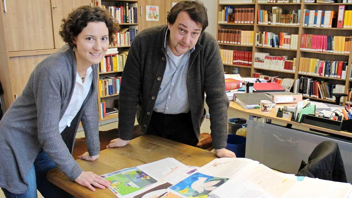 Elisabeth Lange und Thomas Flammer vom Institut für die Geschichte des Bistums Münster. Foto: Annette Saal