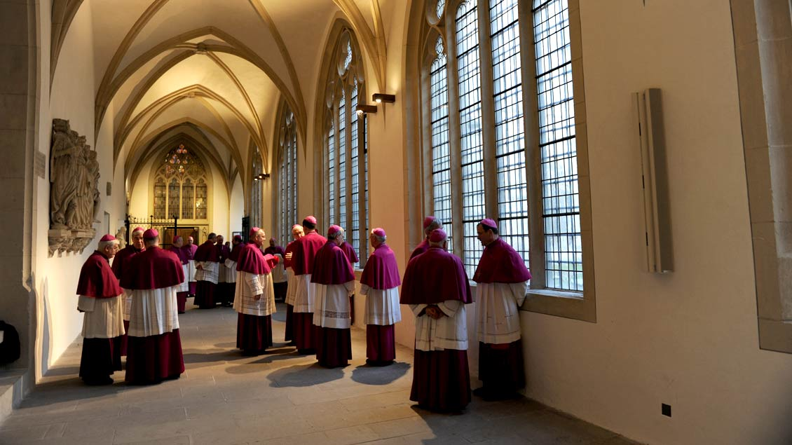 Bei der Vollversammlung der Deutschen Bischofskonferenz, die ab Montag in Ingolstadt tagt, dürfte es auch um die Segnung homosexueller Paare gehen.