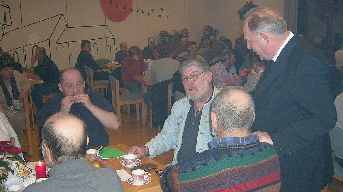 Den Heiligen Abend (hier 2008) feiert Weihbischof Ostermann seit Jahren mit Menschen, die allein leben oder am Rand der Gesellschaft sind.