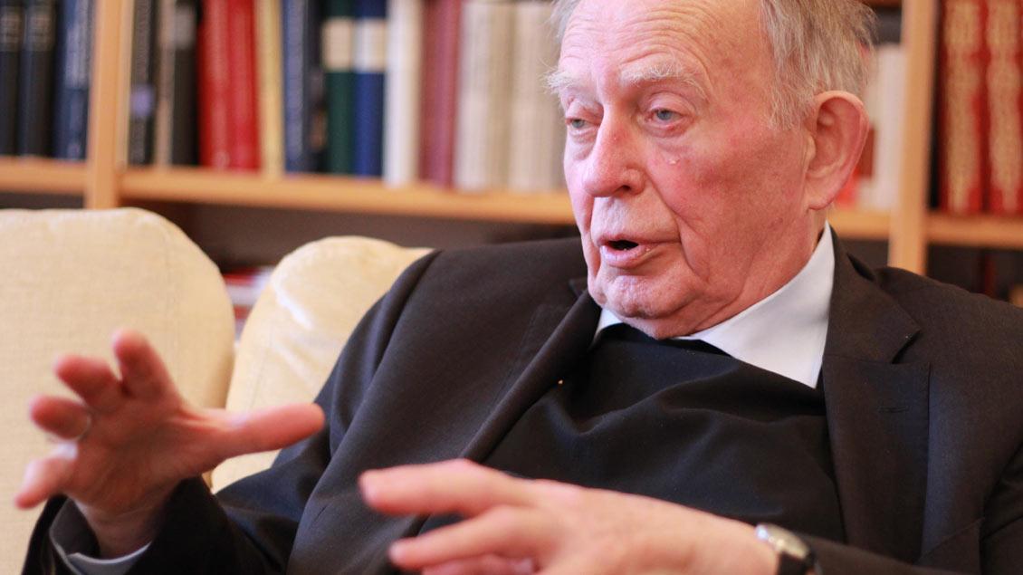 Auch mit 85 Jahren registriert Friedrich Ostermann hellwach alle Entwicklungen im Bistum und in der Kirche.
