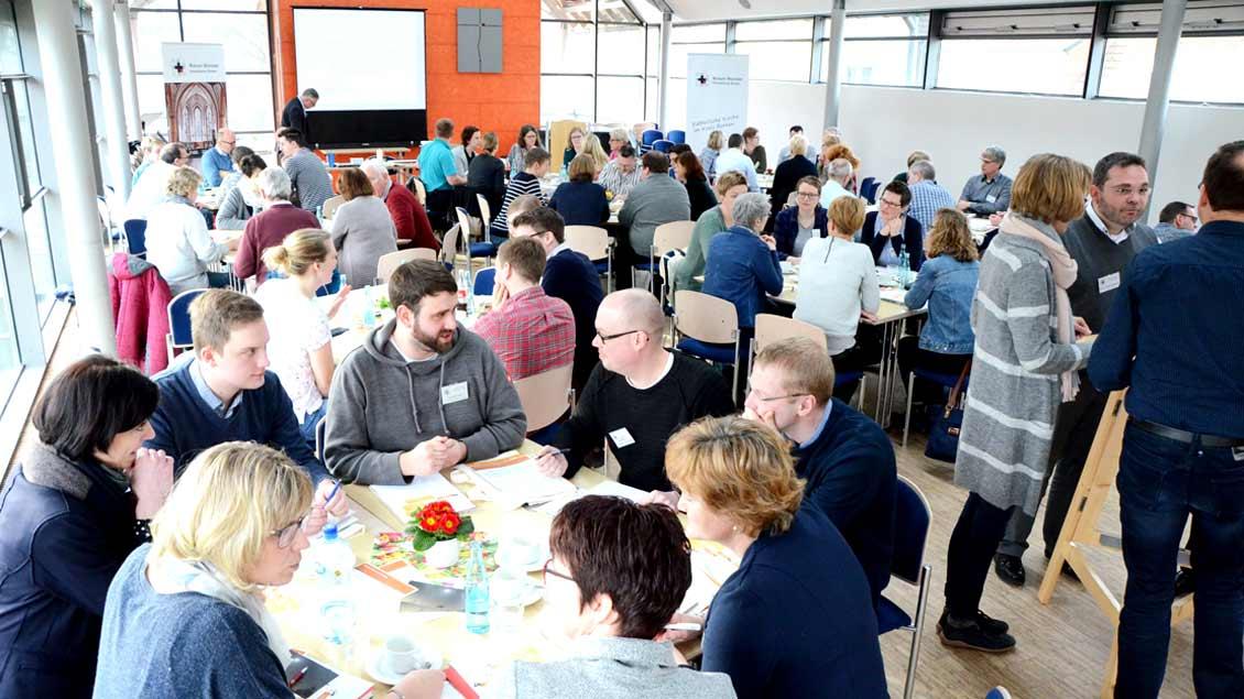 Mehr als 70 Vertreter aus 14 Pfarreien des Kreisdekanats Borken informierten sich über mögliche Formen der Gemeindeleitung. Foto: Gudrun Niewöhner (pbm)