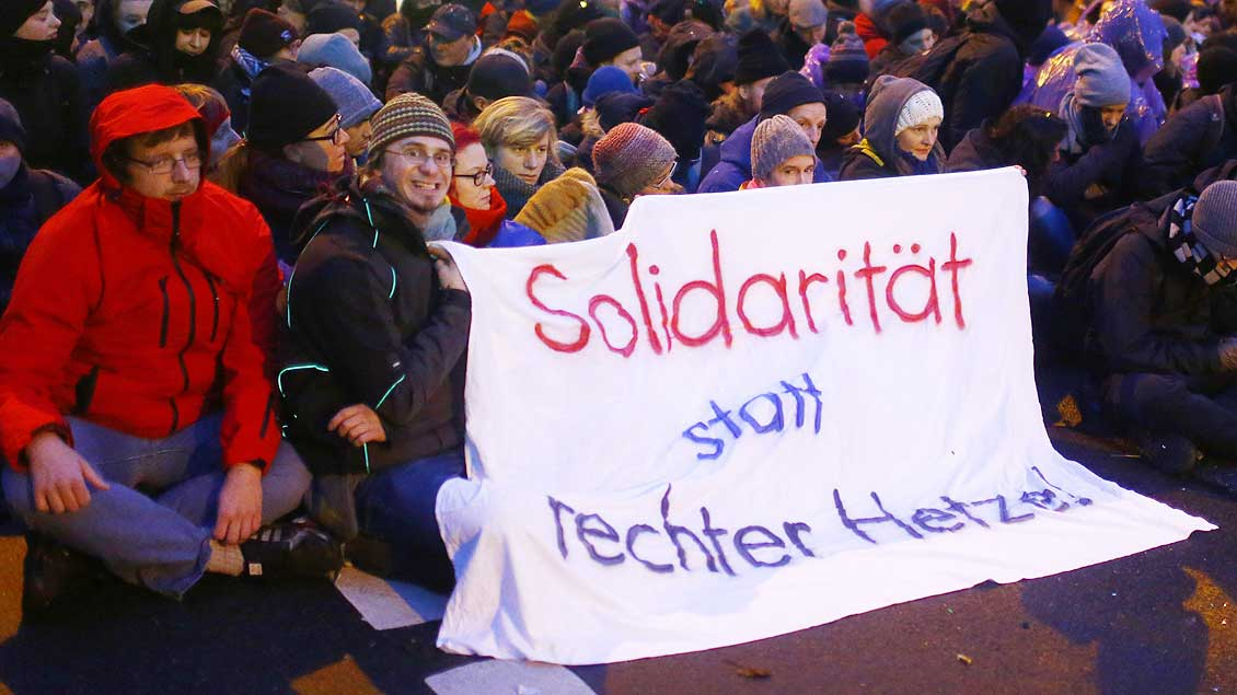 Demonstranten Foto: Hannibal Hanschke (Reuters)