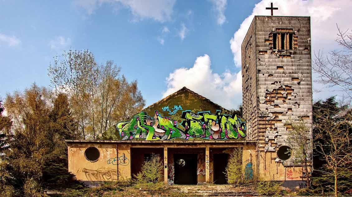 Zerfall einer Kirche.