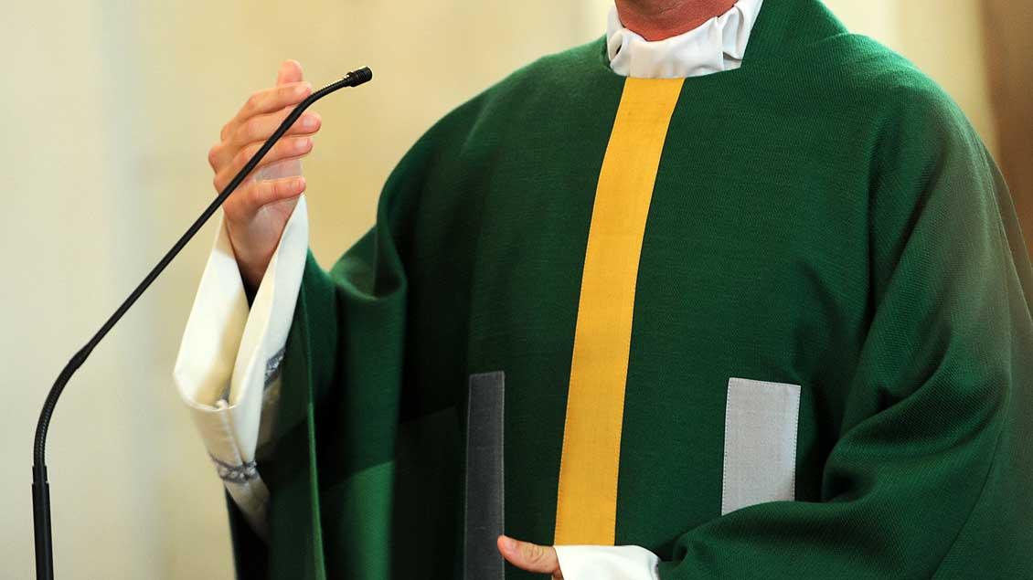 """""""Man kann über alles predigen, aber nicht über zehn Minuten"""" – so ähnlich sieht es auch der Papst."""