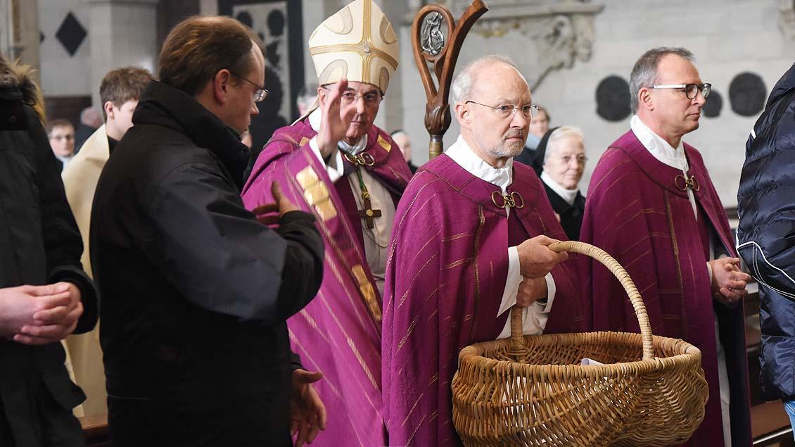Zulassungsfeier für Erwachsene Taufbewerber mit Bischof Felix Genn. | Foto: Michael Bönte