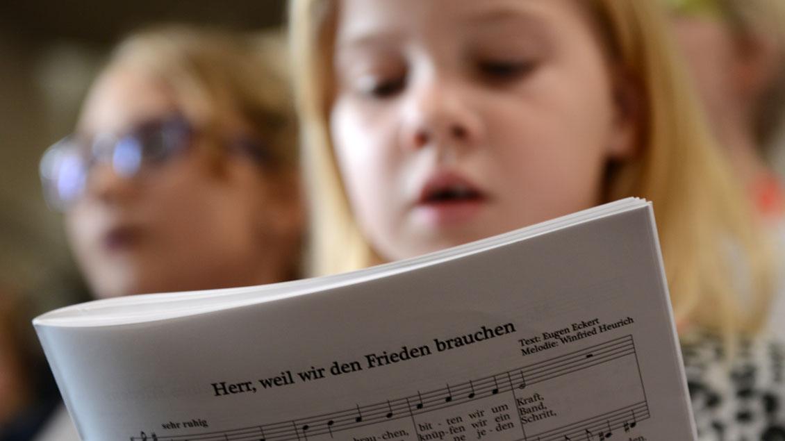 Die jungen Chöre am Dom nehmen neue Sängerinnen und Sänger auf.