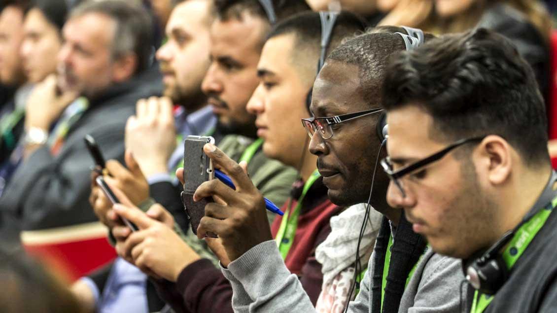 Auch über das Netzwerk Facebook erreichen die Teilnehmer der Vorsynode in Rom Anregungen von Jugendlichen aus aller Welt.