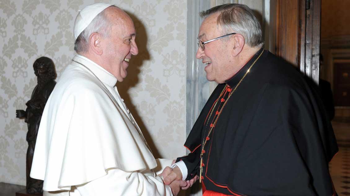 Papst Franziskus empfängt Kardinal Karl Lehmann.